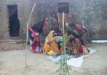 In Ratanpur village, our facilitator Mousam and community organizer Usha